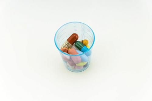 コップに入った様々な精力剤